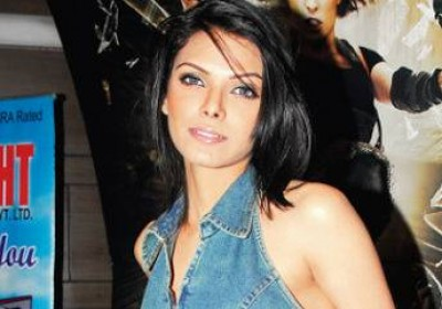 Sherlyn Chopra to play golf in Rajasthan