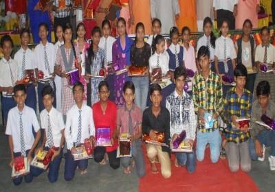 Ramcharit Manas tops knowledge, 10 Muslim students rewarded